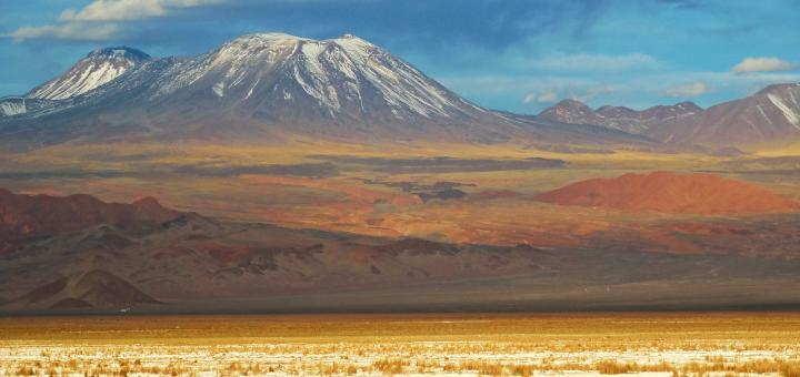 Beautiful evening light above the Salar de Atacama, bringing out all the colours