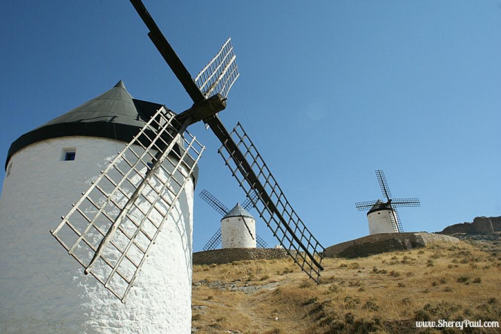 Dry Don Quijote country in Consuegra, Castilla la Mancha/Spain © shereypaul.com