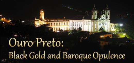 Night view of Ouro Preto's centre taken from Igreja São Francisco de Paula. The lit-up building on the left is Casa de Câmara e Cadeia; on the right is Igreja Bom Jesus de Matozinhos.