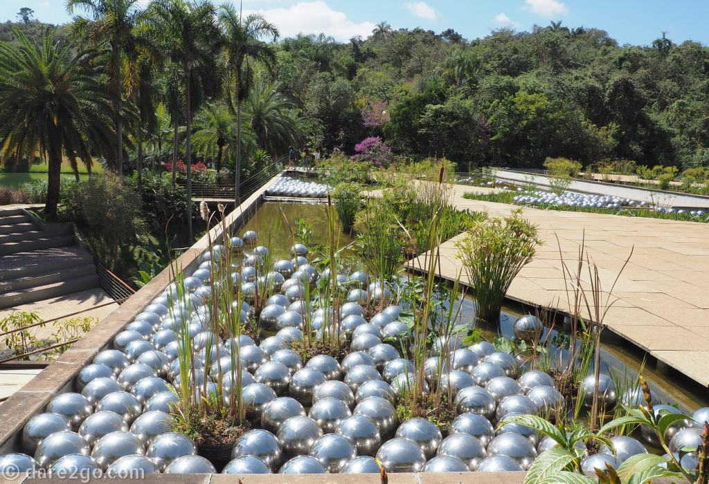 Inhotim Yayoi Kusama – Narcissus Garden: 500 steel balls floating in a rooftop water garden.