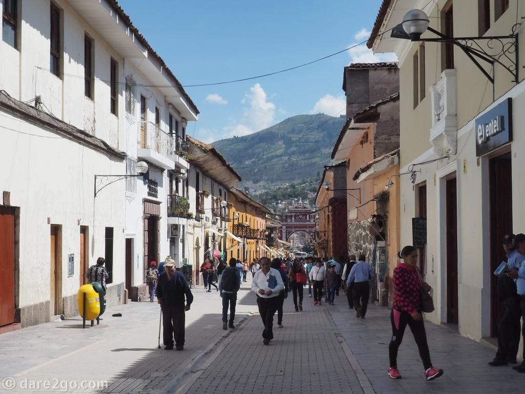 Ayacucho: walking down the pedestrian zone Jiròn 28 de Julio towards the Arch of Triumph is pleasant and interesting.