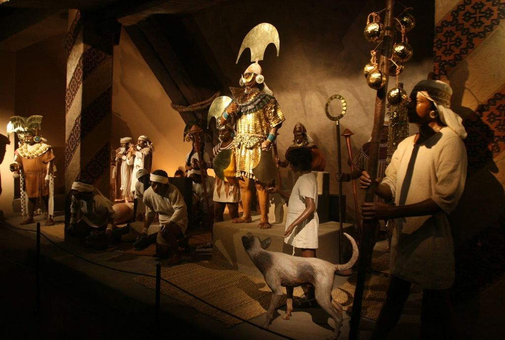 This reconstruction of the Lord of Sipán holding court is located in a side room of the Royal Tombs of Sipán Museum.