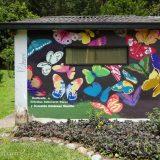 Recinto del Pensamiento - Observatorio de Mariposas: this colourful wall art dedicates the butterfly enclosure