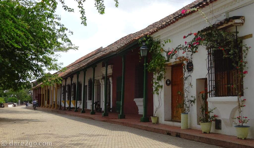 Small Historic Towns of Colombia: many of the old houses along the banks of the river speak of the former wealth of Mompox. It used to be a major inland port town along the Magdalena river, one of the two longest ship-able rivers in Colombia.