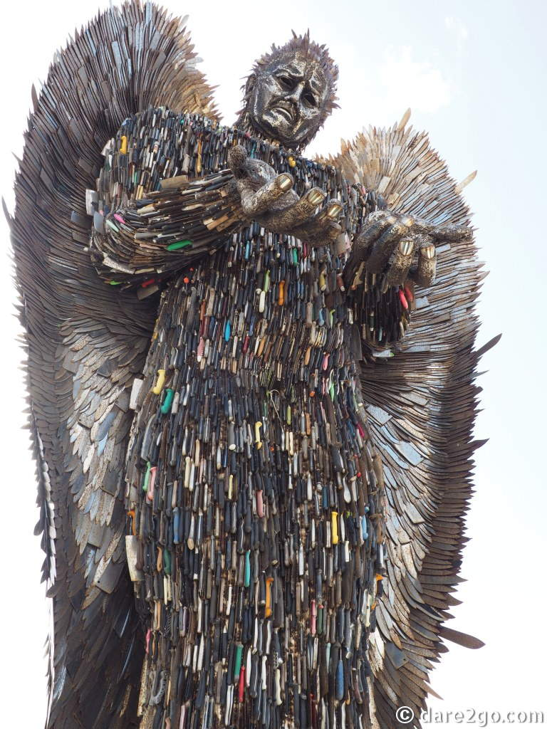 """""""British Ironwork Centre"""": the impressive """"Knife Angel"""", made from over 100,000 knives, by sculptor Alfie Bradley."""