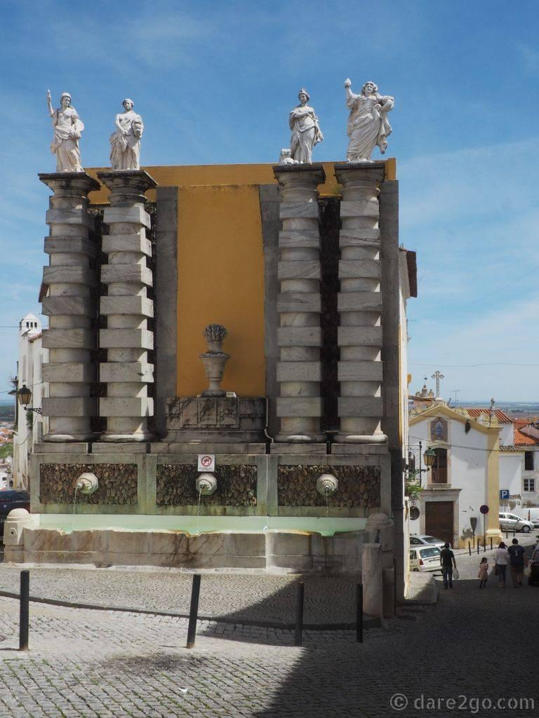 The Fonte de São Lourenço in Elvas. On the right, down the street, you can see the church of São Lourenço (Saint Lawrence).