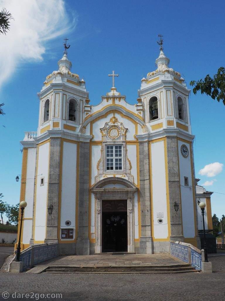 The baroque facade of the Santuário do Senhor Jesus da Piedade (Lord of Mercy).